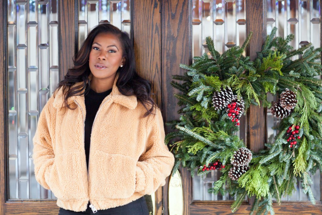 vanessa freeman, vanessa freeman host, vanessa freeman cheddar, vanessa freeman tv host, nessasary style, vanessa freeman blogger, life style xpress, holiday style, holiday ootd, holiday outfit, cozy holiday outfits, how to dress during the holidays, christmas outfit